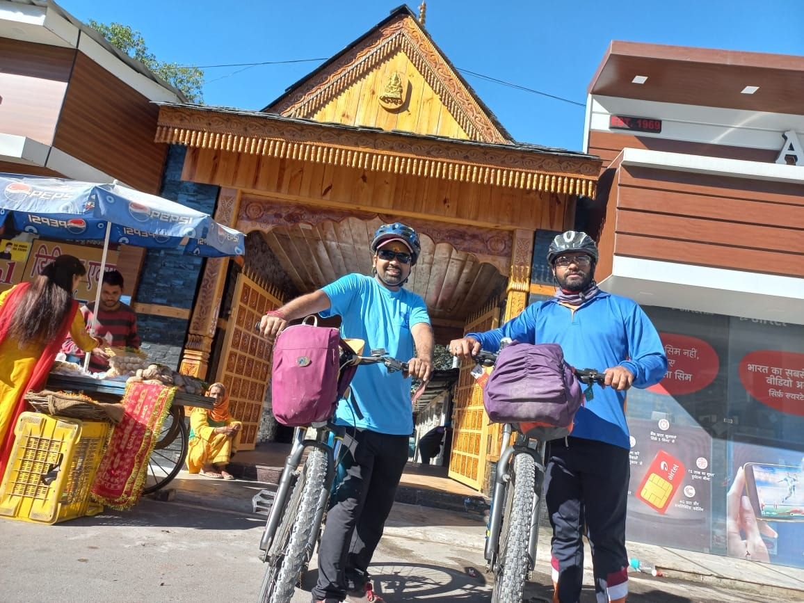 Two Cyclists of Dehradun Travelled to Gangotri to Spread the message of Eco-Tourism